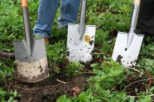 Spaten für das Zaunpfosten Fundament